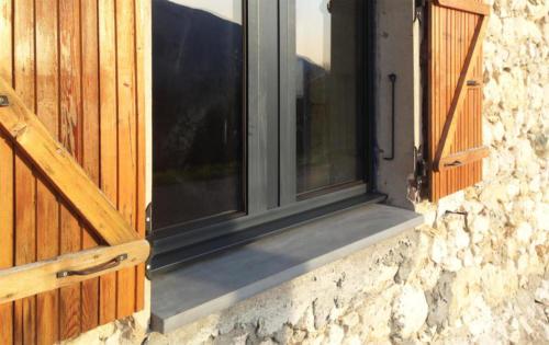 Appuis de fenêtre isolant posé - La Manufacture des Bétons
